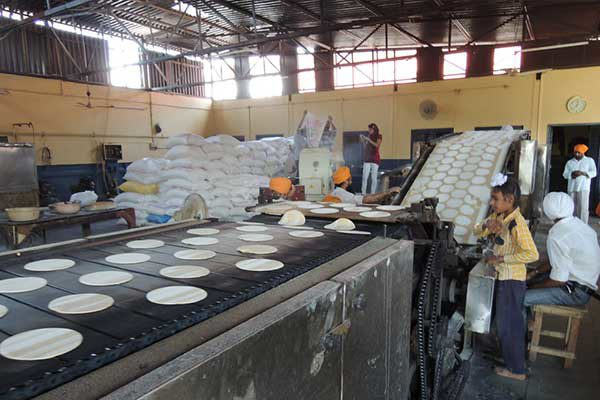 automatic-roti-making-at-golden-temple